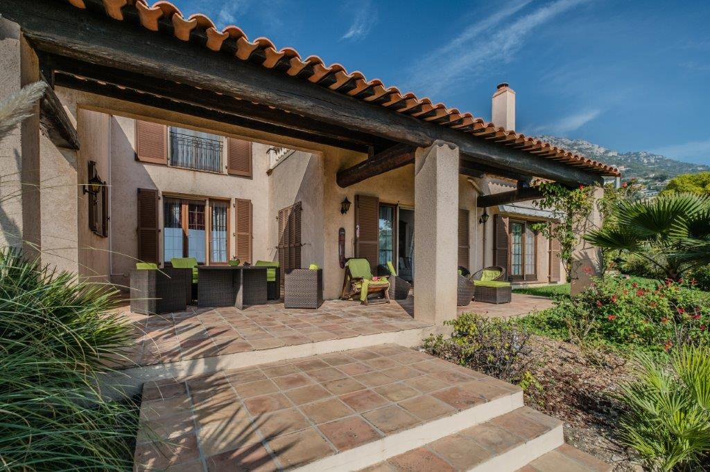 villa proven ale saint laurent d 39 eze marks real estate. Black Bedroom Furniture Sets. Home Design Ideas